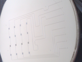 Injection mold with 1-level microfluidic design